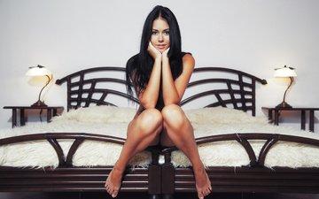 девушка, брюнетка, взгляд, модель, комната, лицо, милашка, секси, позирует, обнаженная, красивая, эротика, сидя, macy, ногата
