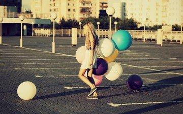 обои, девушка, фон, парк, платье, лето, город, улица, шарики, настроения, воздушные шары, площадь, широкоформатные, hd wallpapers, полноэкранные, широкоэкранные, валлпапер