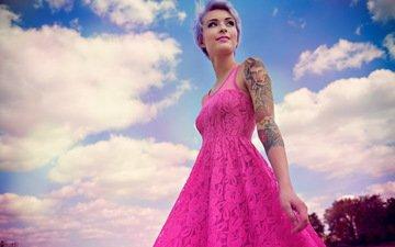 девушка, кудри, тату, кровать, татуировка, постель, белье, стрижка, шатенка, комбинация, розовое платье, розовая помада