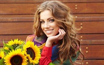 цветы, девушка, улыбка, красавица, букет, подсолнухи, локоны, красивая, шатенка, осен, izabela magier, изабелла магиер