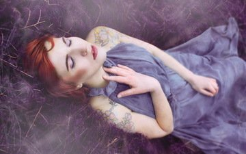 девушка, платье, спит, тату, волосы, макияж