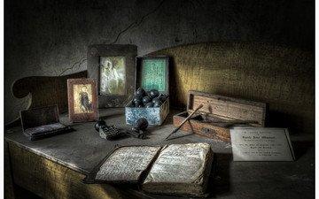 предметы, стол, фотографии, пыль, текст, перо, натюрморт, страницы, dave h