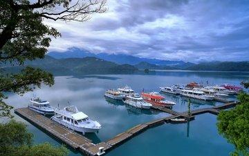 небо, облака, вода, озеро, пейзаж, лодки, пристань, бухта