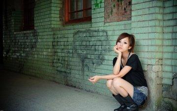 девушка, грусть, стена, надписи, японка, азиатка