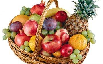 виноград, фрукты, яблоки, апельсины, корзина, белый фон, мандарины, бананы, ананас, груша, нектарин, слива, гранаты