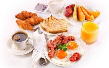 клубника, кофе, хлеб, чашка, завтрак, яйца, молоко, выпечка, помидор, кубок, круасан, круассан, сок, варенье, яичница, бекон, baking