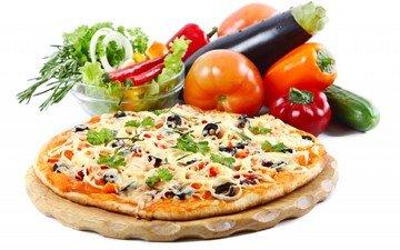 зелень, белый фон, овощи, баклажан, помидоры, перец, пицца, огурец