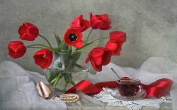 цветы, бусы, чашка, ваза, чай, ленточка, натюрморт