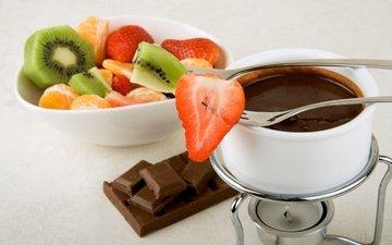 фрукты, клубника, вилка, ягоды, чашка, киви, шоколад, сладкое, десерт, мандарины, горячий шоколад
