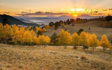 облака, деревья, озеро, горы, солнце, закат, горизонт, осень, оранжевое небо