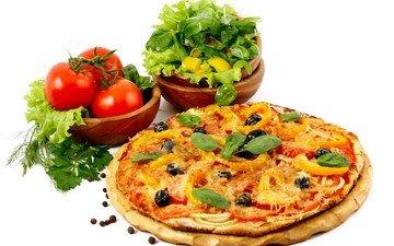белый фон, овощи, листики, выпечка, помидоры, пицца, салат, дощечка