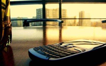 свет, стол, дома, окно, телефон, бутылка, пиво, лимонад