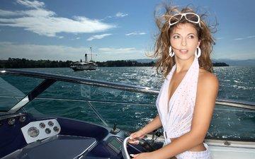 платье, блондинка, очки, яхта
