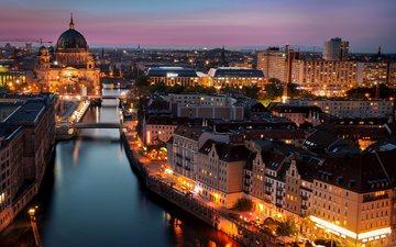 свет, фонари, огни, вечер, река, город, дома, церковь, архитектура, здания, германия, мосты, освещение, берлин, deutschland, берлинский кафедральный собор, berliner dom, шпрее