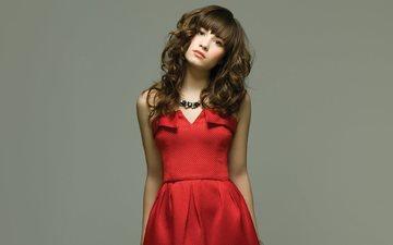 девушка, взгляд, лицо, актриса, певица, красное платье, длинные волосы, деми ловато
