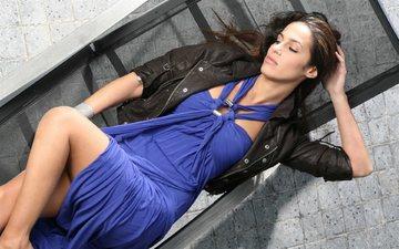 девушка, лежит, певица, синее платье, elisa tovati, элиза товати