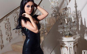 лестница, девушка, поза, брюнетка, взгляд, лампа, грудь, руки, черное платье, рэйчел линн оуэн, rachel lynn