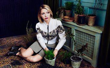 цветы, земля, девушка, блондинка, юбка, посадка, свитер, комнатные цветы, tavi gevinson, lula