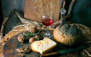 орехи, стол, бокал, сыр, хлеб, вино, нож, красное, графин