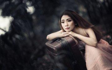 девушка, настроение, взгляд, азиатка, чемодан, ожидание
