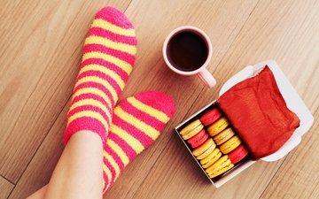 кофе, ноги, чашка, носки, печенье, кубок, макарун, гольфах