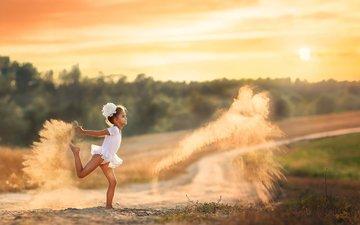 песок, девочка, пыль, dancing with dust