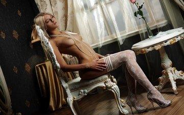 девушка, стол, стул, сидит, грудь, чулки, окно, бусы, белье, сиськи, соски, на стуле, роза. блондинка