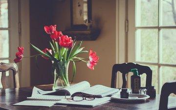 цветы, очки, красные, стол, комната, тюльпаны, окно, тетрадь