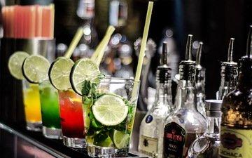 бар, лайм, коктейль, напитки, бутылки, алкоголь, трубочки