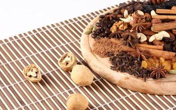 орехи, корица, гвоздика, изюм, пряности, кешью, грецкий