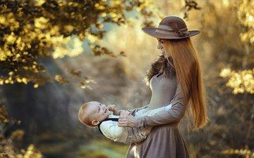 природа, платье, осень, ребенок, мама, малыш, женщина, поцелуй, шляпа, мать