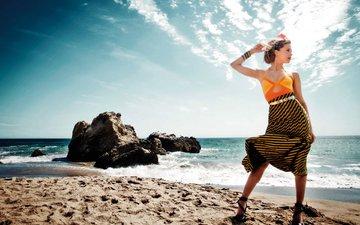 камни, море, блондинка, песок, пляж, горизонт, фотограф, актриса, журнал, фотосессия, эмбер херд, амбер херд, harpers bazaar, bleacher, everard