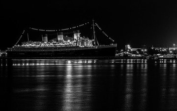 the evening, port, liner, queen mary 2, cruise