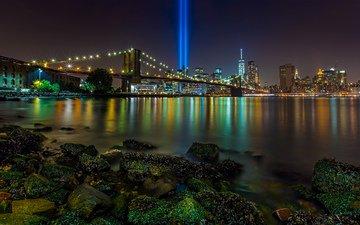 камни, лучи, мост, ночной город, нью-йорк, манхеттен, пролив, манхэттен, new york city, бруклинский мост, ист-ривер, tribute in light, посвящение в свете, инсталляция, бруклин бридж