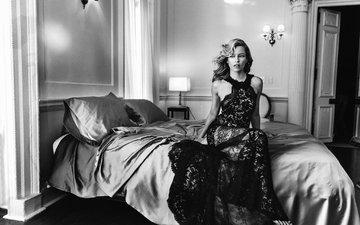 подушки, фото, платье, чёрно-белое, комната, актриса, кровать, прическа, постель, аллюр, элизабет бэнкс, norman jean roy