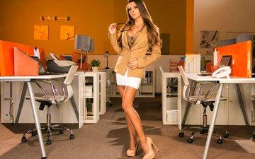 девушка, интерьер, взгляд, очки, юбка, модель, грудь, ножки, офис, жакет, макияж, длинные волосы, секретарша, пиджак, девушка в очках, madison ivy, мини юбка, точеная фигура, белая юбка