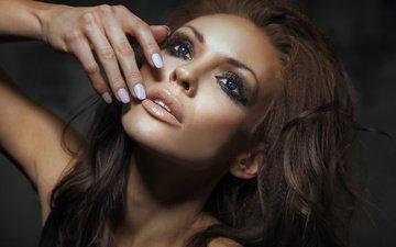 рука, девушка, портрет, взгляд, модель, волосы, лицо, макияж, грань, сексапильная, модел