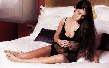 девушка, брюнетка, модель, комната, ноги, кровать, фигура, тело, lia taylor
