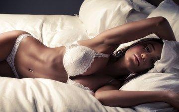 девушка, брюнетка, красота, модель, кровать, белье, горячая, укладка