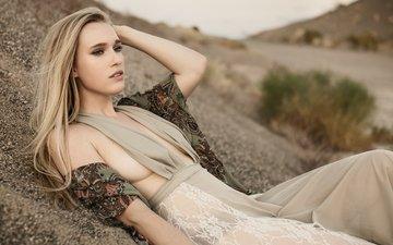 глаза, девушка, платье, песок, грудь, волосы, губы