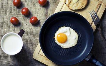 утро, еда, кружка, завтрак, молоко, вилки, помидоры, яйцо, кубок, яичница, глазунья, вишенка, помидорами, молока, яицо
