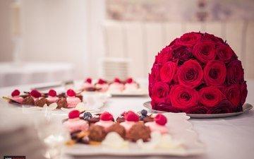 малина, еда, букет, черника, шоколад, десерт, макарун, красные розы