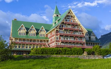 трава, фото, парк, город, дом, канада, отель, prince of wales, hotel waterton, national park alberta