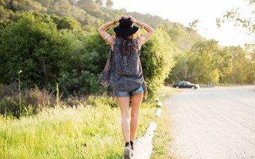 дорога, девушка, улица, шляпа, мода, шорты, аксессуары