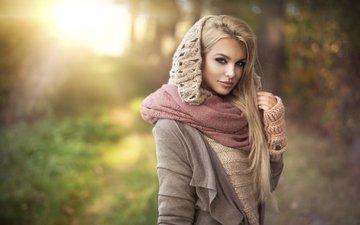 девушка, блондинка, портрет, взгляд, осень, модель, лицо, макияж, свитер, длинные волосы, митенки, розовая помада