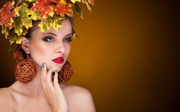 листья, девушка, осень, плечи, клен, макияж, венок, сёрьги, шатенка, маникюр