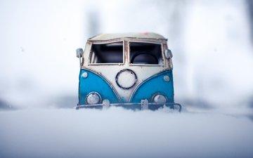 снег, зима, фото, игрушка, авто, модель, фотограф, игрушечная, сугроб, vw, машинка, микроавтобус, моделька, миниатюра, kim leuenberger, минивэн
