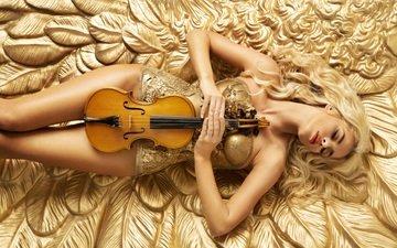 девушка, блондинка, скрипка, лежит, модель, корсет