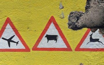 фон, стена, знаки