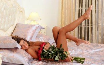 цветы, подушки, лампа, ноги, грудь, актриса, кровать, тело, мария рябушкина